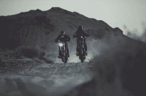 Moto cross électrique : le comparatif avec ses versions thermiques